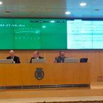 La presidenta de FADEMUR Andalucía dirigiéndose al pleno de la Diputación de Sevilla