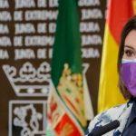 Catalina García, presidenta de FADEMUR Extremadura, durante la presentación