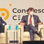 Teresa López, a la izquierda, moderando una mesa redonda en el Congreso de CEAPI.